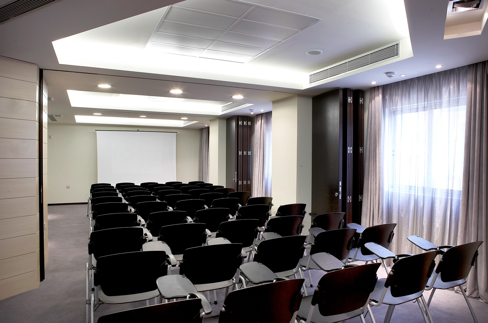 hotel_olympia_confererence_hall_seminars_expositions_social_events_J6J1157