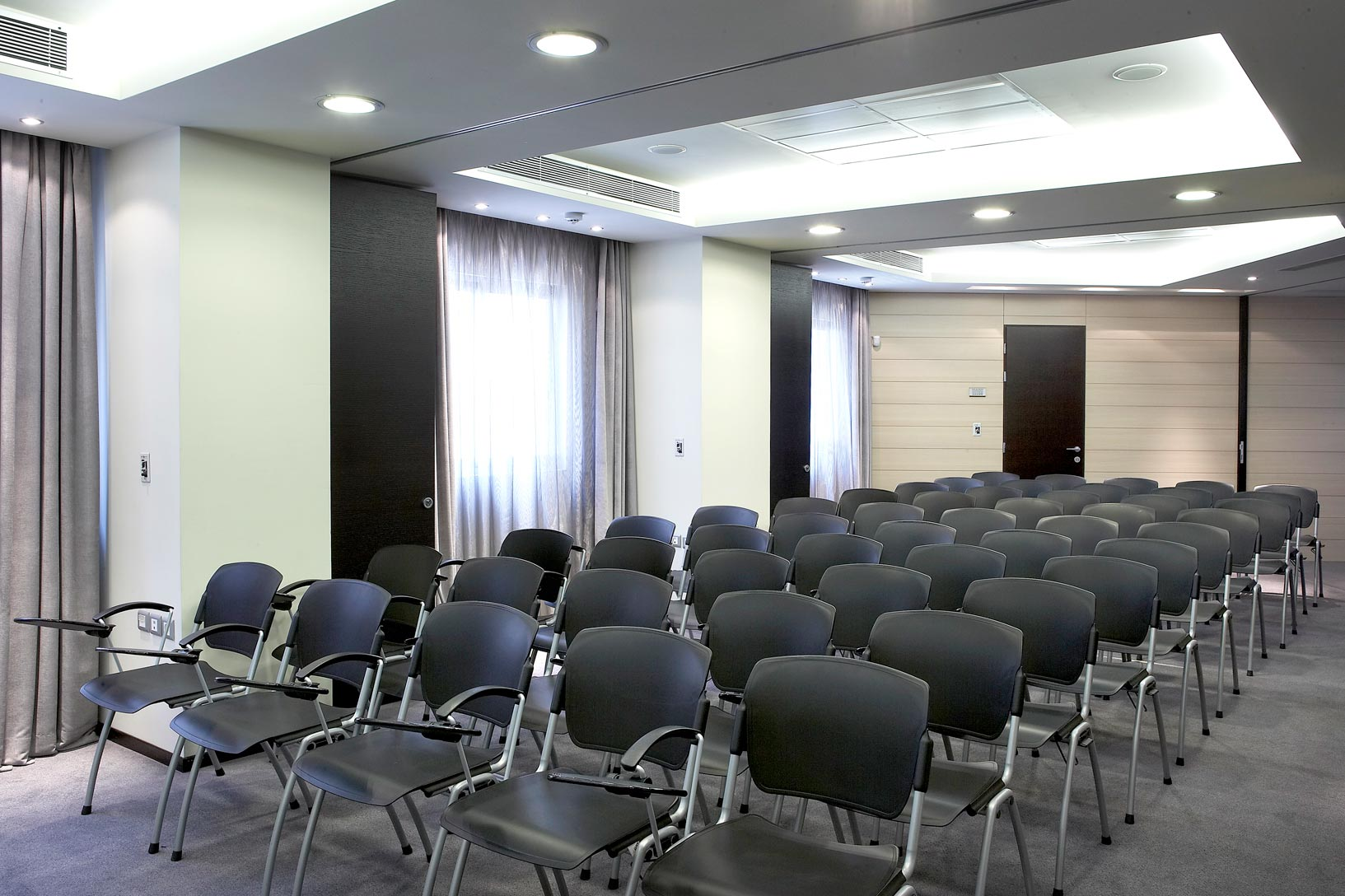 hotel_olympia_confererence_hall_seminars_expositions_social_events_J6J1174